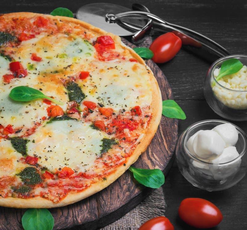 φωτογραφία τροφίμων μοτσαρελών πιτσών στοκ εικόνα