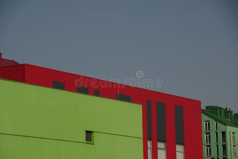 Φωτογραφία των σύγχρονων ζωηρόχρωμων σπιτιών στοκ φωτογραφία