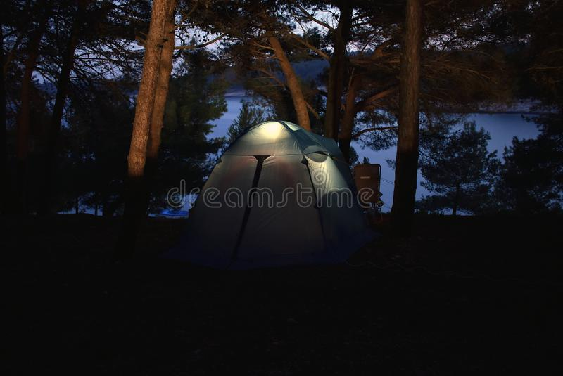 Φωτογραφία χαμηλού φωτός μιας σκηνής στο στρατόπεδο σε Istria στοκ εικόνες