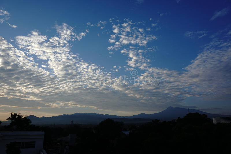 Φωτογραφίες του βουνού το πρωί στοκ εικόνες με δικαίωμα ελεύθερης χρήσης