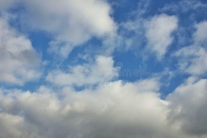 φωτογραφίστε που απεικονίζει το νεφελώδη ουρανό στοκ φωτογραφία