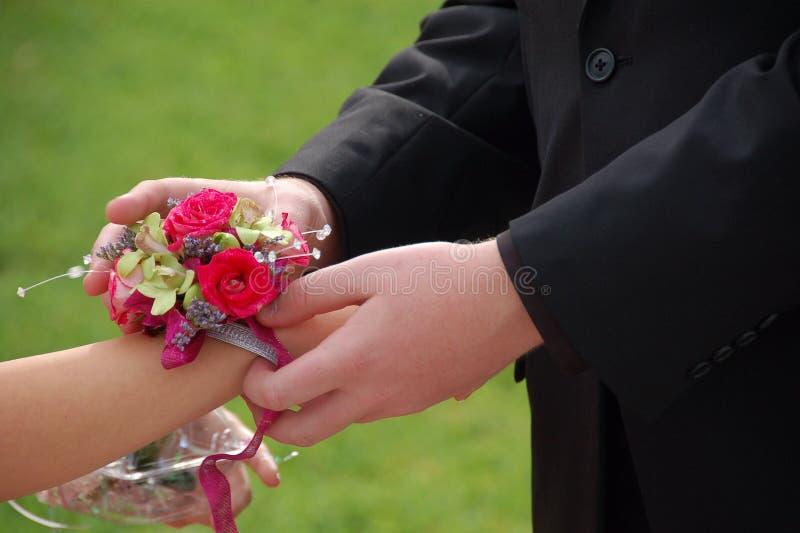 Φωτογραφικές διαφάνειες ημερομηνίας Prom στο κορσάζ καρπών στοκ εικόνες με δικαίωμα ελεύθερης χρήσης