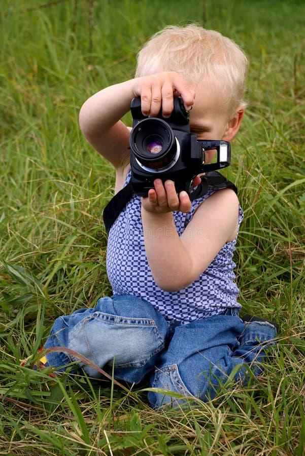 φωτογραφική μηχανή αγοριών στοκ εικόνα