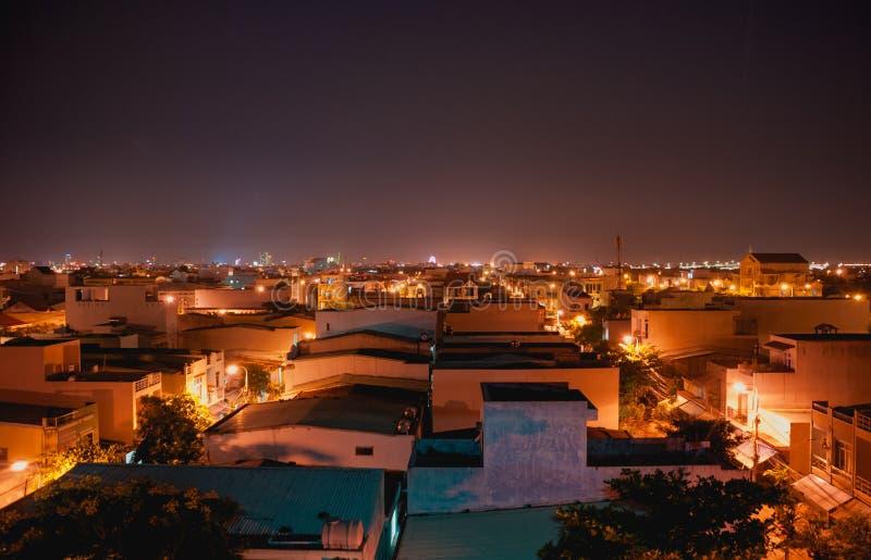 Φω'τα νύχτας στα κάτω πόλης μεσάνυχτα στοκ εικόνα