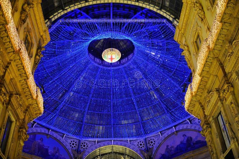 Φω'τα στο Μιλάνο - Galleria Vittorio Emmauele στοκ εικόνες
