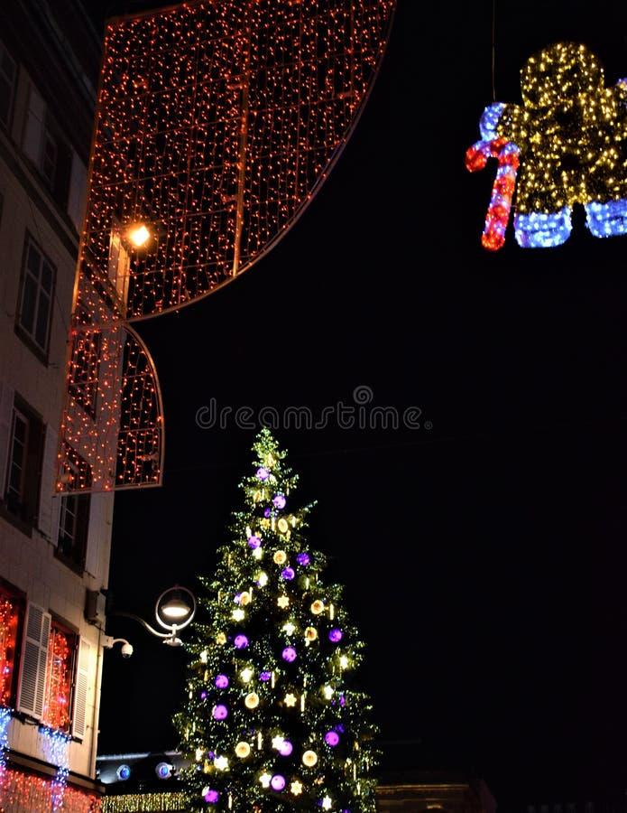 Φω'τα Χριστουγέννων στη νύχτα στοκ εικόνες