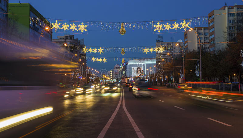 Φω'τα Χριστουγέννων στο Βουκουρέστι στοκ εικόνα