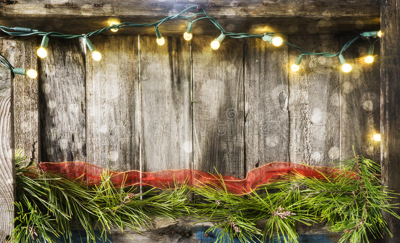 Φω'τα Χριστουγέννων στο ξύλο στοκ φωτογραφίες
