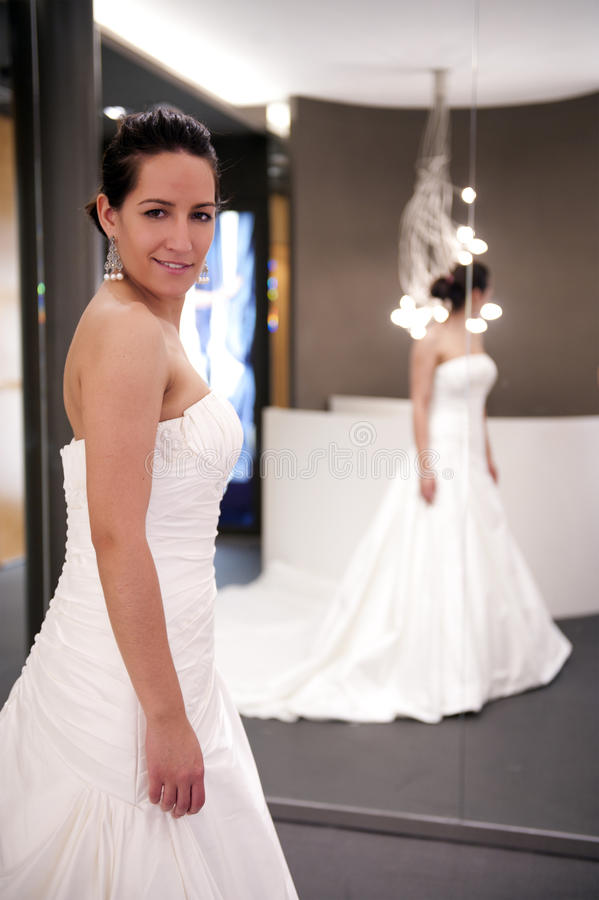 φόρεμα νυφών στοκ εικόνες με δικαίωμα ελεύθερης χρήσης