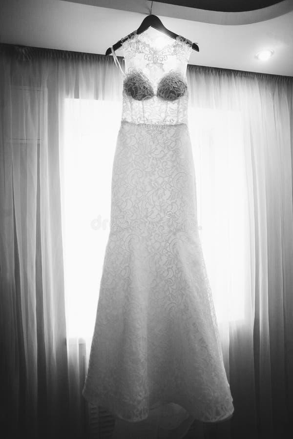 Φόρεμα νυφών ` s Προετοιμασία για το γάμο στοκ εικόνες