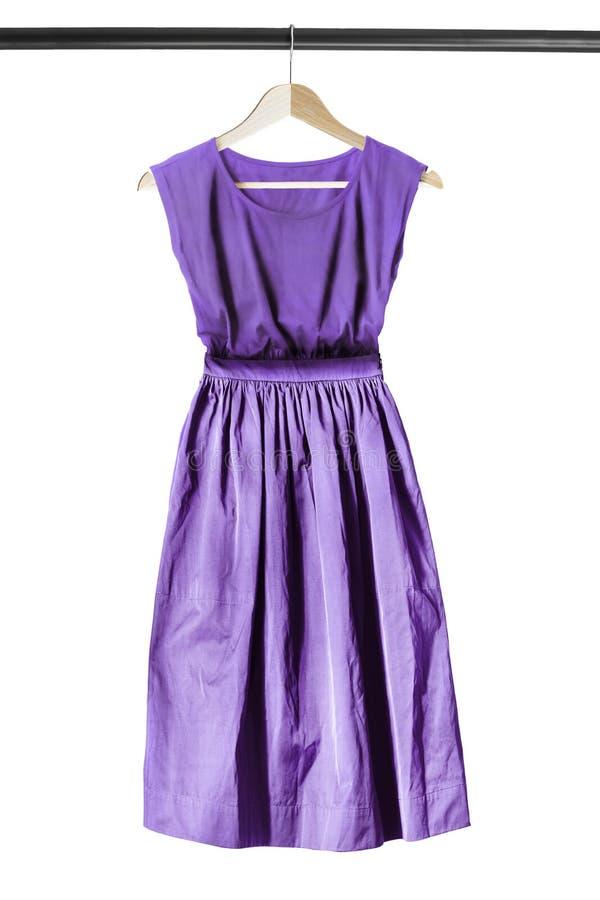 Φόρεμα στο ράφι ενδυμάτων στοκ εικόνες