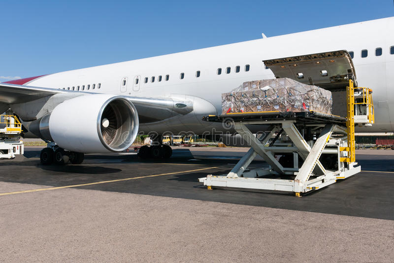 φόρτωση αεροπλάνων freigth στοκ εικόνες