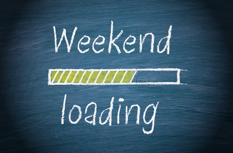 Φόρτωση Σαββατοκύριακου, μπλε πίνακας κιμωλίας με το κείμενο στοκ φωτογραφίες με δικαίωμα ελεύθερης χρήσης