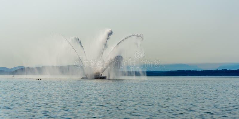 Φύσημα βαρκών πυρκαγιάς στοκ εικόνα με δικαίωμα ελεύθερης χρήσης
