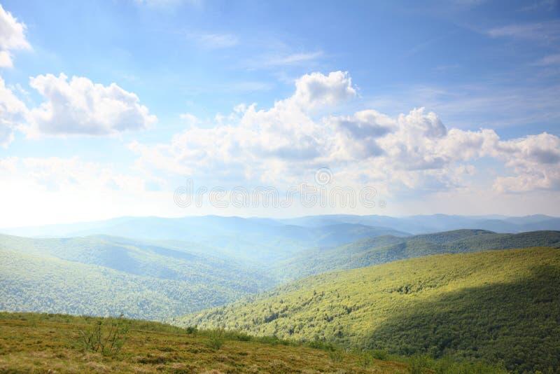 Φύση Πράσινο τοπίο βουνών το καλοκαίρι στοκ εικόνα με δικαίωμα ελεύθερης χρήσης