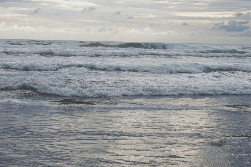 Φύση scenary της θάλασσας το βράδυ στοκ φωτογραφίες με δικαίωμα ελεύθερης χρήσης