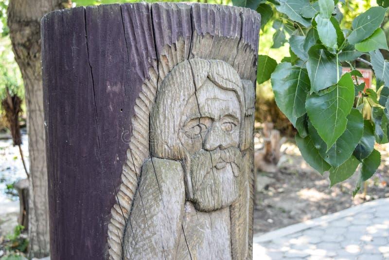 φύλακας βασικών ειδώλων ξύλινος _ Διακόσμηση του πάρκου υπό μορφή στοκ φωτογραφία με δικαίωμα ελεύθερης χρήσης
