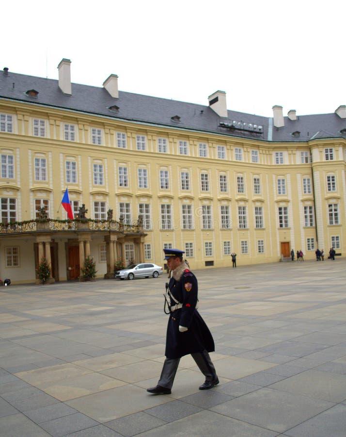 Φύλακας κάστρων της Πράγας στοκ εικόνα με δικαίωμα ελεύθερης χρήσης