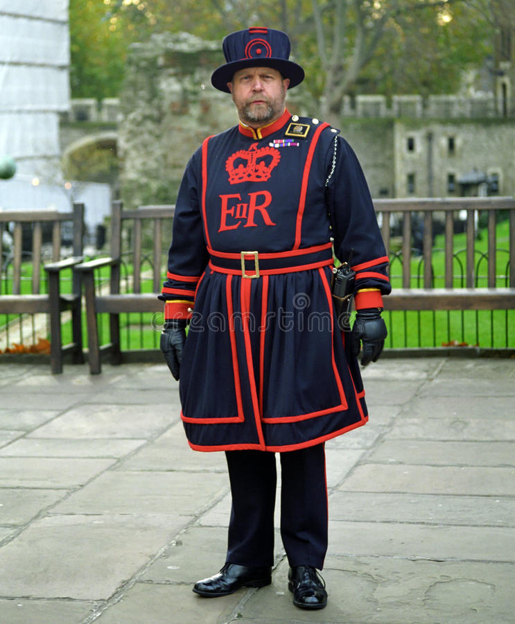 Φύλακας του πύργου του Λονδίνου, Λονδίνο, Αγγλία στοκ εικόνα