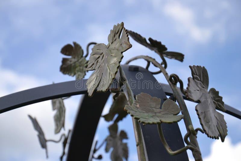 Φύλλα αμπέλων μετάλλων στοκ εικόνα
