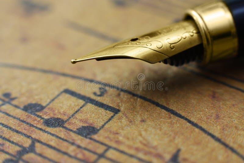 Φύλλο και μάνδρα μουσικής στοκ εικόνα με δικαίωμα ελεύθερης χρήσης