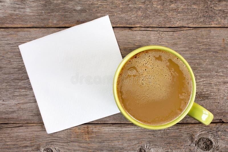 Φλιτζάνι του καφέ και κενή πετσέτα στοκ φωτογραφίες με δικαίωμα ελεύθερης χρήσης