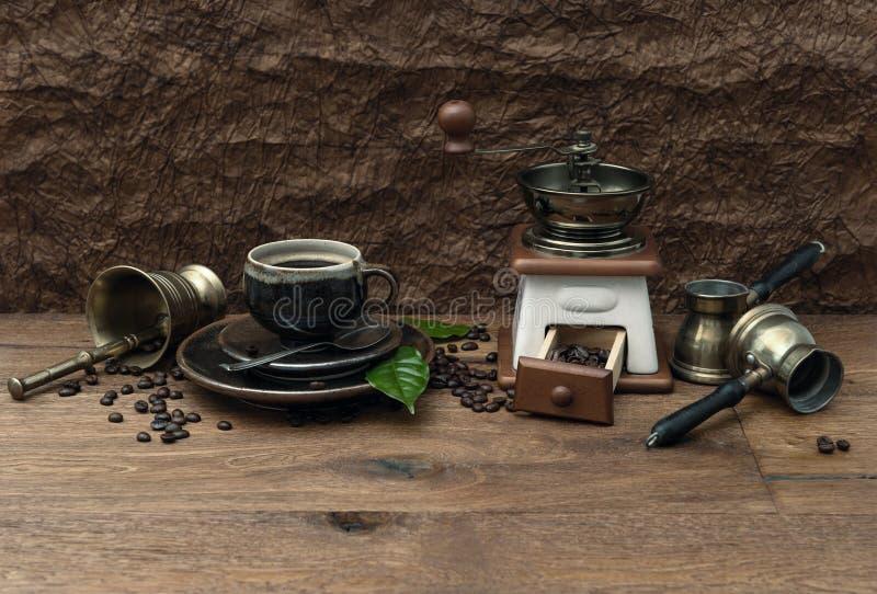 Φλιτζάνι του καφέ και παλαιά εξαρτήματα. αναδρομικό ύφος στοκ φωτογραφίες με δικαίωμα ελεύθερης χρήσης