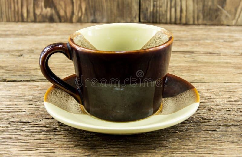 Φλιτζάνι του καφέ σε ένα ξύλινο υπόβαθρο στοκ φωτογραφία με δικαίωμα ελεύθερης χρήσης