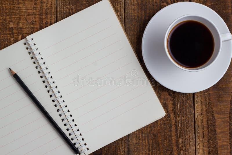Φλιτζάνι του καφέ στο ξύλο στοκ φωτογραφίες με δικαίωμα ελεύθερης χρήσης