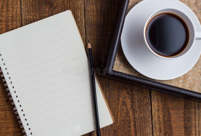 Φλιτζάνι του καφέ στο ξύλο στοκ εικόνες