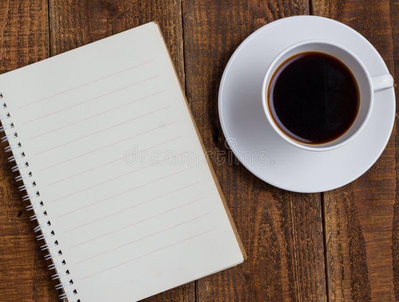 Φλιτζάνι του καφέ στο ξύλο στοκ εικόνα