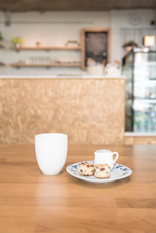 Φλυτζάνι καφέ στον καφέ στοκ φωτογραφίες