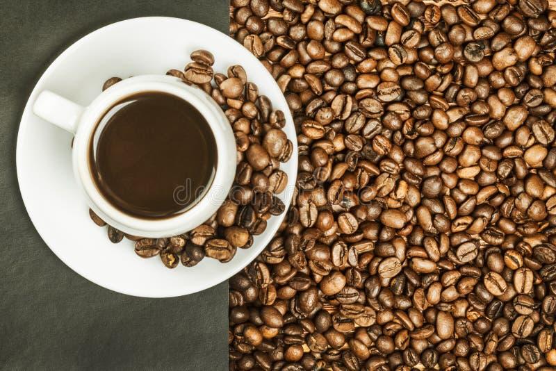 Φλυτζάνι με τον καυτούς καφέ και τη ζάχαρη στοκ φωτογραφίες με δικαίωμα ελεύθερης χρήσης