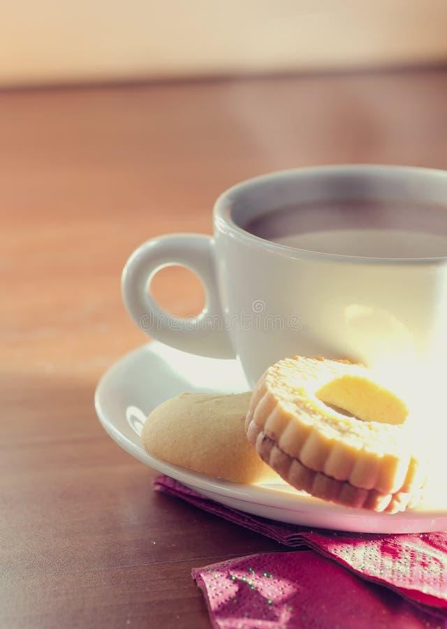 Φλυτζάνι του τσαγιού με τα μπισκότα στοκ εικόνες με δικαίωμα ελεύθερης χρήσης