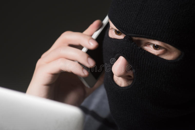 Χάκερ σε μια μάσκα στοκ εικόνες