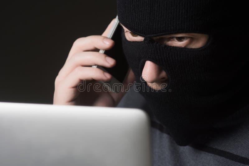 Χάκερ σε μια μάσκα στοκ εικόνα
