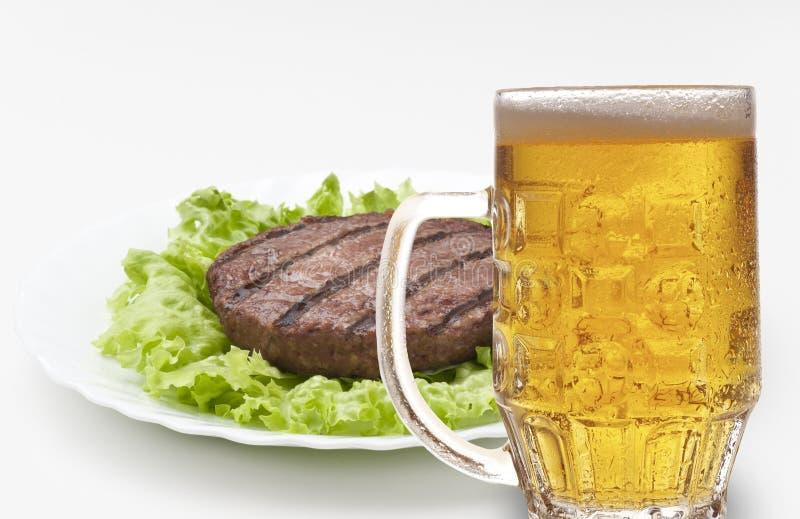χάμπουργκερ μπύρας στοκ εικόνες με δικαίωμα ελεύθερης χρήσης