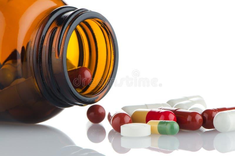 Χάπια από το μπουκάλι στοκ φωτογραφία