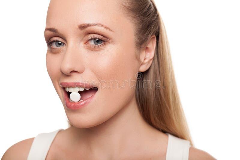 Χάπι στο στόμα της. στοκ φωτογραφία