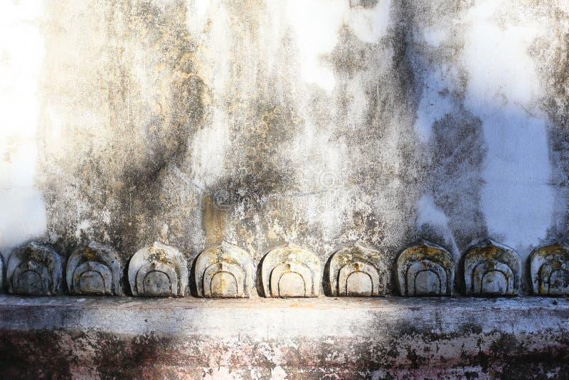 Χάραξη πετρών φύλλων Lotus στον ταϊλανδικό τοίχο ναών στοκ εικόνα με δικαίωμα ελεύθερης χρήσης