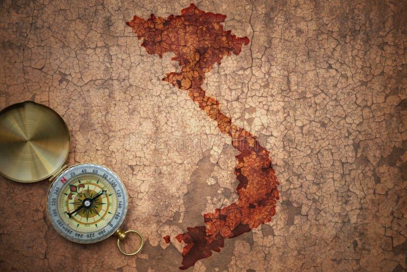 Χάρτης του Βιετνάμ σε παλαιό εκλεκτής ποιότητας χαρτί ρωγμών στοκ φωτογραφίες