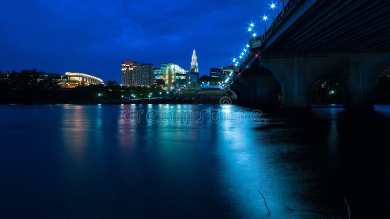 Χάρτφορντ Κοννέκτικατ στην όμορφα εικονική παράσταση πόλης και το ηλιοβασίλεμα σούρουπου στοκ φωτογραφίες με δικαίωμα ελεύθερης χρήσης