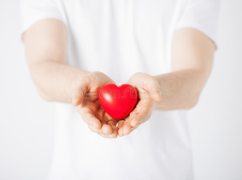 Χέρια ατόμων με την καρδιά στοκ φωτογραφίες με δικαίωμα ελεύθερης χρήσης
