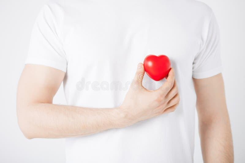 Χέρια ατόμων με την καρδιά στοκ φωτογραφία με δικαίωμα ελεύθερης χρήσης