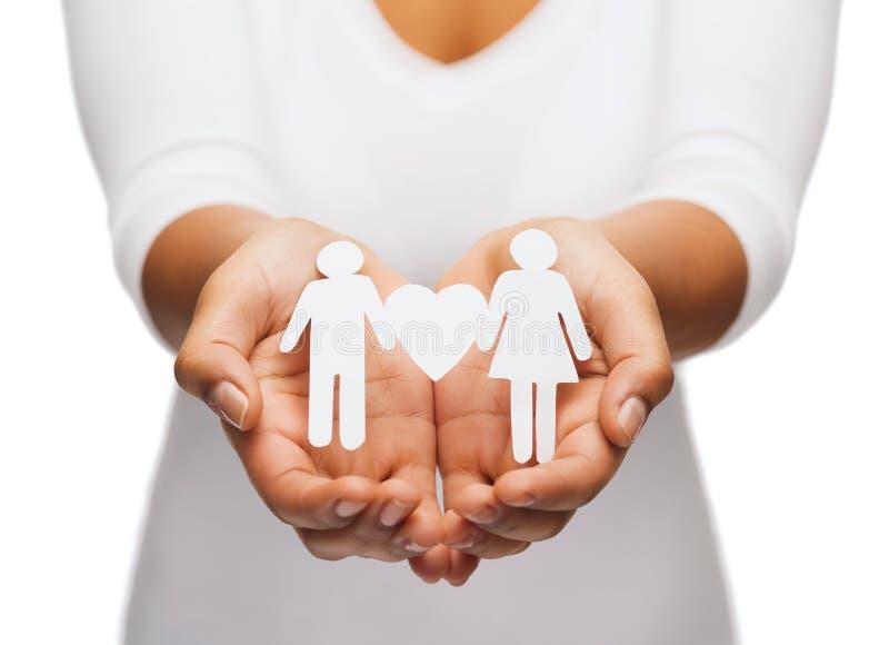 Χέρια γυναίκας με το ζεύγος εγγράφου στοκ εικόνες