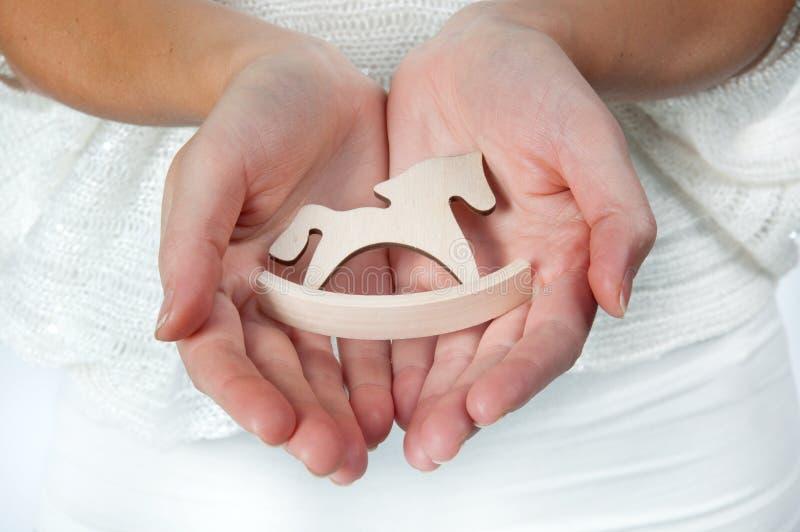 Χέρια εκμετάλλευσης αλόγων στοκ εικόνα