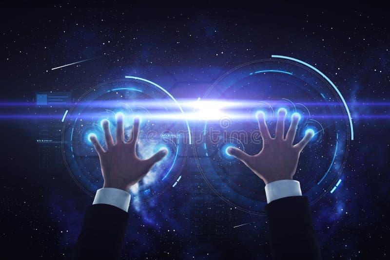 Χέρια επιχειρηματιών με την εικονική προβολή στοκ εικόνα με δικαίωμα ελεύθερης χρήσης
