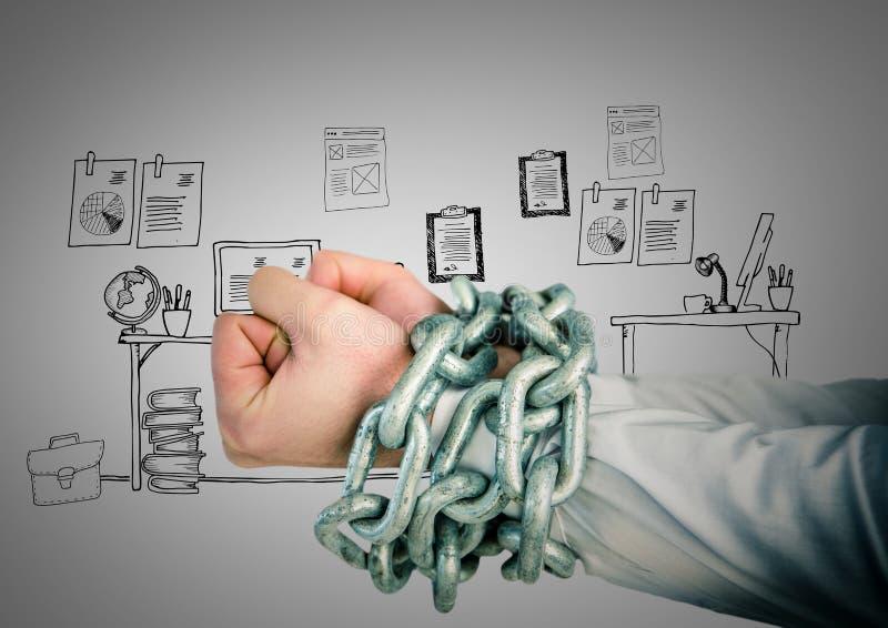 Χέρια επιχειρηματιών που δεσμεύονται στις αλυσίδες ενάντια στο γραφείο στοκ εικόνες