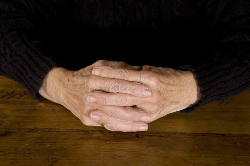 χέρια παλαιά στοκ εικόνες με δικαίωμα ελεύθερης χρήσης