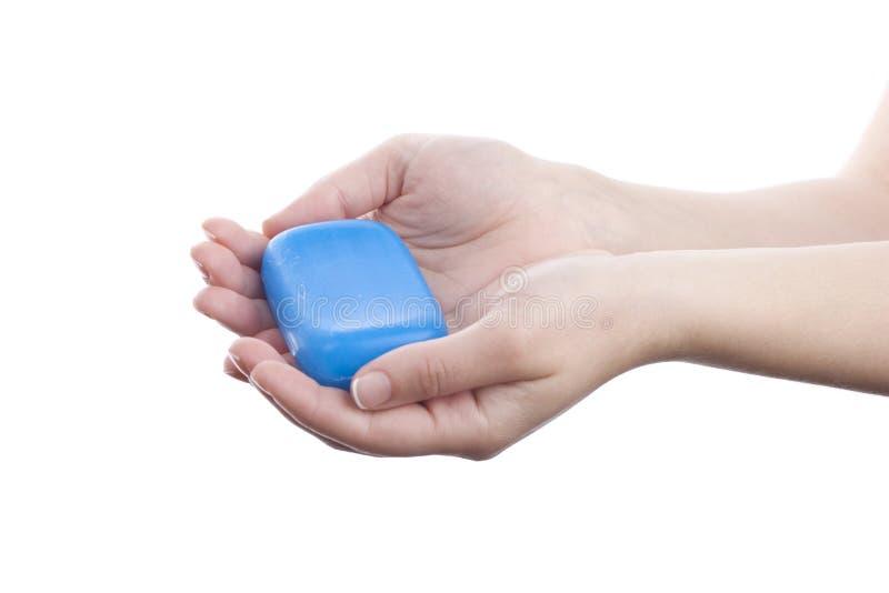 χέρια που κρατούν το σαπούνι στοκ φωτογραφία με δικαίωμα ελεύθερης χρήσης